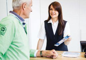Persönlich, am Telefon und per E-Mail antworten die Mitarbeiter des VVO-Kundenservice auf die Fragen, Hinweise und Beschwerden der Fahrgäste.