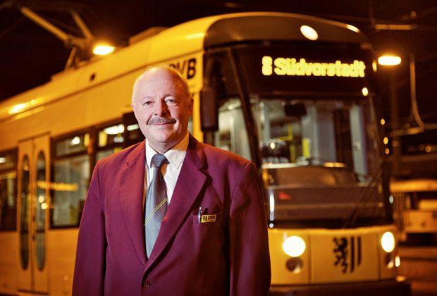Straßenbahnfahrer der DVB im Arbeitsumfeld