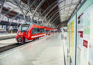 Der Saxonia-Express RE 50 im Hauptbahnhof Dresden